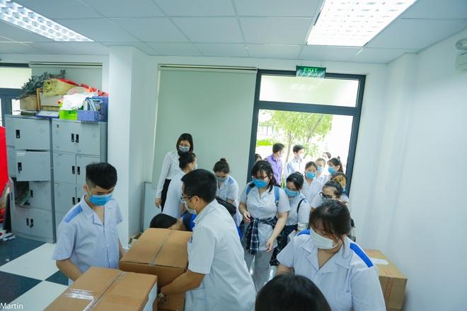 Hơn 20 thầy trò xếp bút nghiên xung phong lên hỗ trợ tâm dịch Bắc Ninh - 2