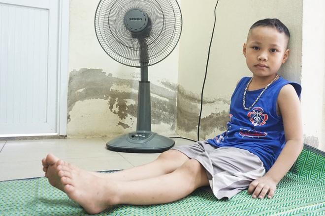 Cậu bé 8 tuổi nhiều lần đối mặt tử thần và lời khẩn cầu của người mẹ nghèo - 1
