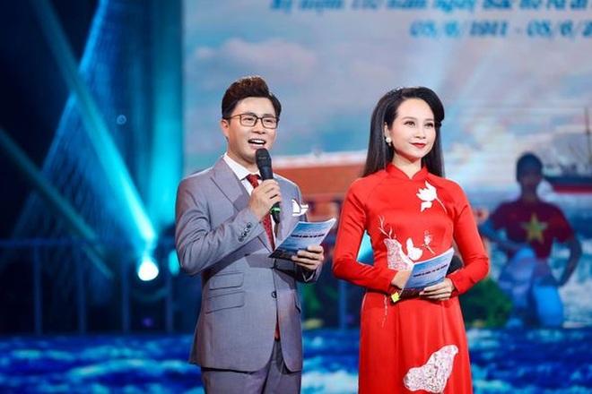 MC Lê Anh cố gắng dẫn chương trình trực tiếp khi nhận tin con trai cấp cứu - 2