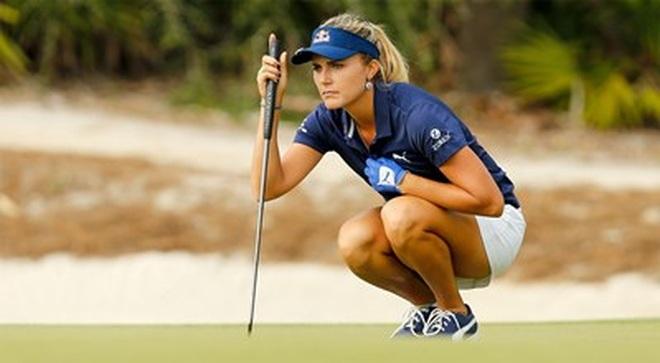 Cuộc đua ngôi đầu của hai golf thủ xinh đẹp tại US Womens Open - 1
