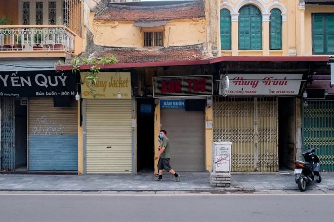 Những con phố thời trang ở Hà Nội: Ngày ế ẩm, tối tắt đèn đi ngủ sớm - 2