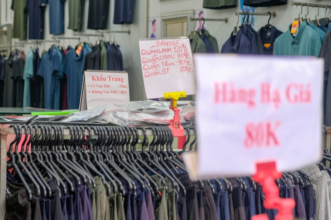 Những con phố thời trang ở Hà Nội: Ngày ế ẩm, tối tắt đèn đi ngủ sớm - 6