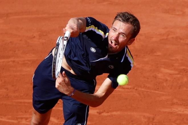 Medvedev đối đầu với Tsitsipas tại tứ kết Roland Garros - 2