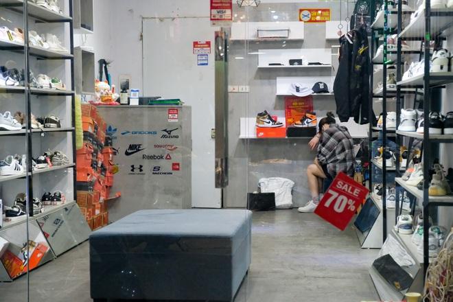 Những con phố thời trang ở Hà Nội: Ngày ế ẩm, tối tắt đèn đi ngủ sớm - 5