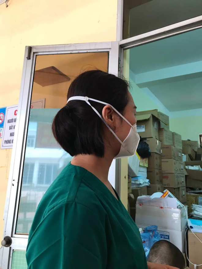 Cô bé 9 tuổi làm 500 chiếc tai giả tặng y bác sĩ tuyến đầu chống dịch - 3
