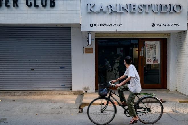 Những con phố thời trang ở Hà Nội: Ngày ế ẩm, tối tắt đèn đi ngủ sớm - 10