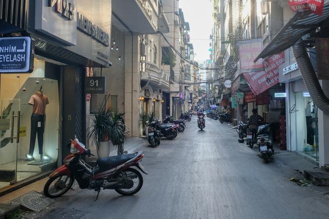 Những con phố thời trang ở Hà Nội: Ngày ế ẩm, tối tắt đèn đi ngủ sớm - 8