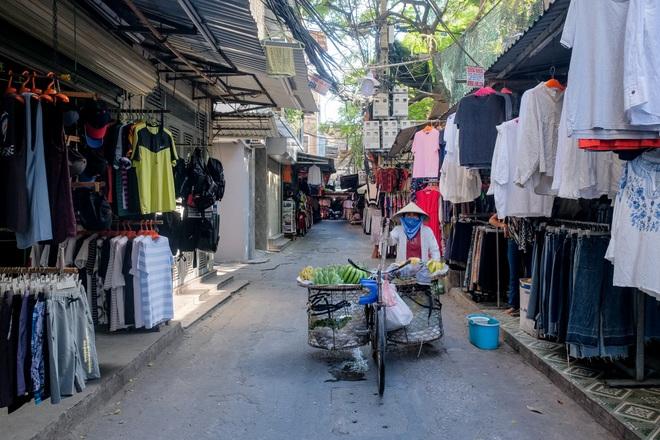 Những con phố thời trang ở Hà Nội: Ngày ế ẩm, tối tắt đèn đi ngủ sớm - 11