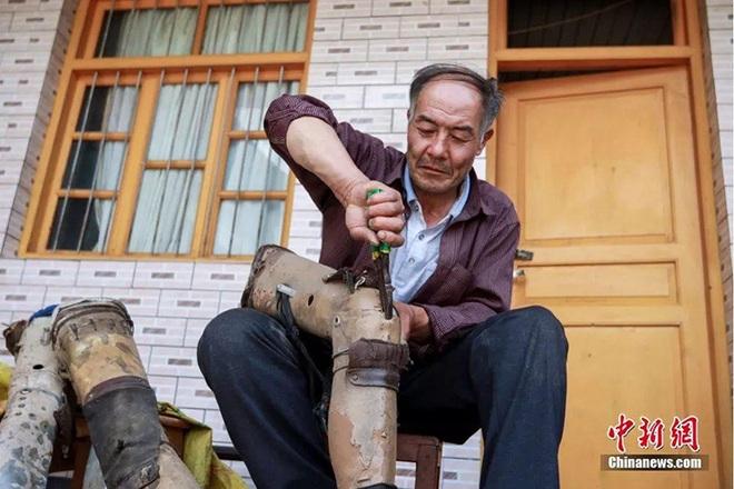Người đàn ông một chân dành hơn 34 năm leo núi trồng rừng - 3