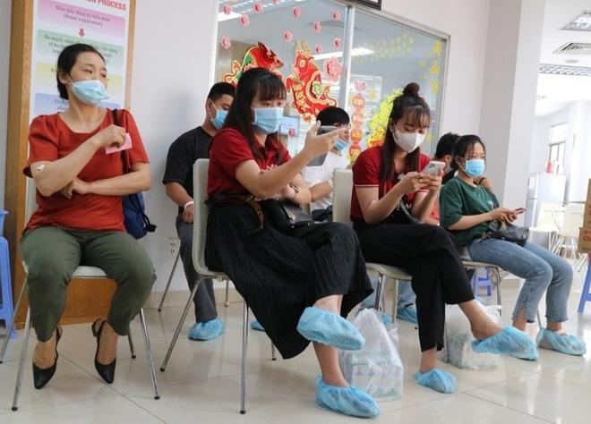 Người dân Sài Gòn rủ nhau đi hiến máu trong tâm thế 5K - 2