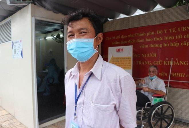 Người dân Sài Gòn rủ nhau đi hiến máu trong tâm thế 5K - 4