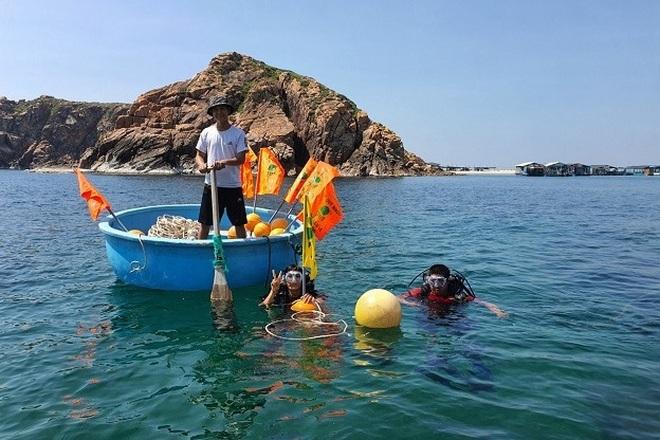 Thả, đặt phao tiêu bảo vệ 4 khu vực biển vịnh Quy Nhơn - 4