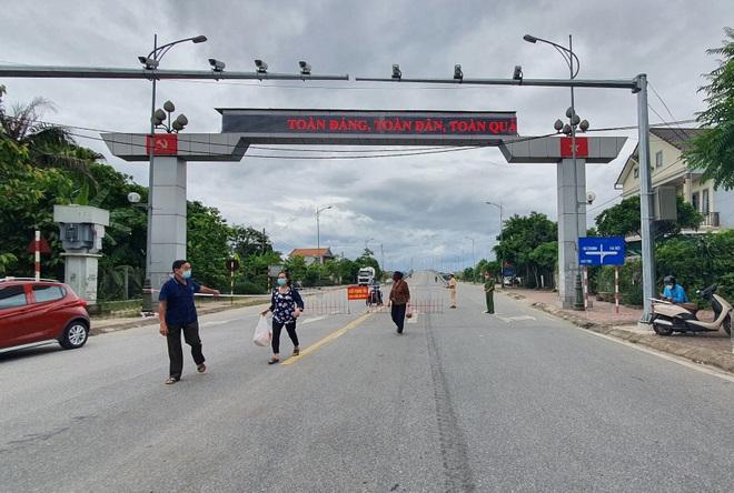 Thành phố Hà Tĩnh vắng lặng trong ngày đầu áp dụng cách ly - 5