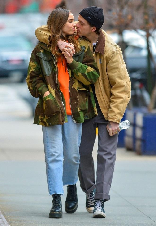 Tình cũ của Brooklyn Beckham diện áo tắm khoe vòng một khiêm tốn - 6