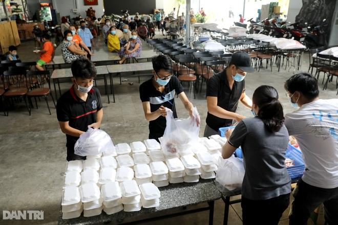 Người dân TPHCM chung tay hỗ trợ lao động nghèo vượt qua mùa dịch - 3