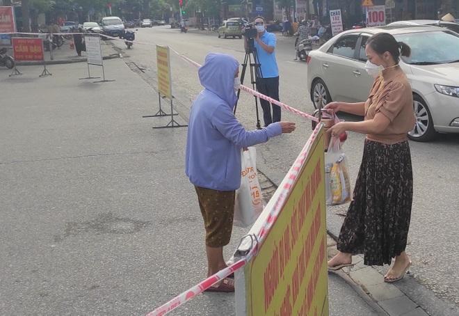 Giãn cách xã hội toàn thành phố Hà Tĩnh từ 12h hôm nay - 3