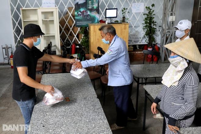 Người dân TPHCM chung tay hỗ trợ lao động nghèo vượt qua mùa dịch - 5