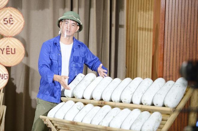 Xuân Bắc livestream chốt đơn 85 tấn vải, mận, bí, thơm... trong 1 giờ - 2