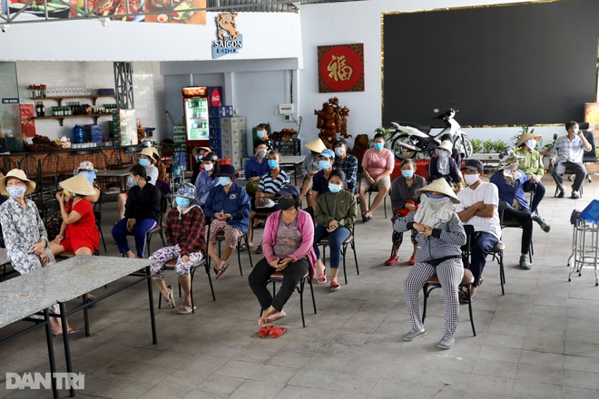 Người dân TPHCM chung tay hỗ trợ lao động nghèo vượt qua mùa dịch - 1