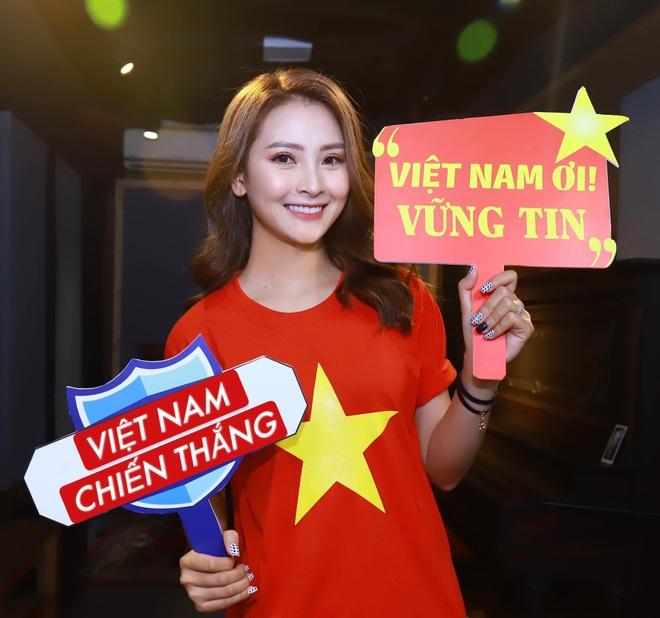 Chiến thắng 4-0 của đội tuyển Việt Nam khiến dàn sao rầm rộ bão online - 6