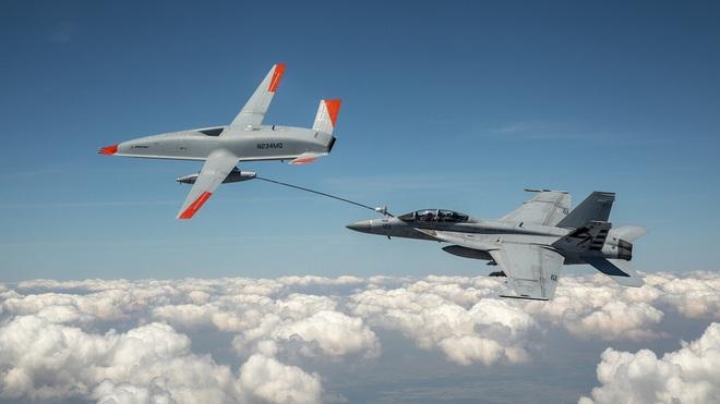 Xem cảnh UAV Mỹ lần đầu tiếp nhiên liệu cho máy bay chiến đấu - 1