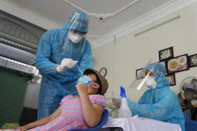 TPHCM: Chiến sĩ công an mắc Covid-19 tổn thương phổi, 11 ca bệnh trở nặng - 2