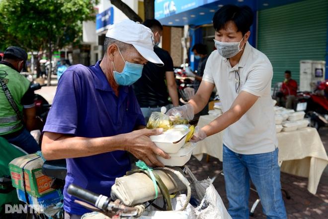 Người dân TPHCM chung tay hỗ trợ lao động nghèo vượt qua mùa dịch - 8