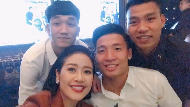 Chiến thắng 4-0 của đội tuyển Việt Nam khiến dàn sao rầm rộ bão online - 4