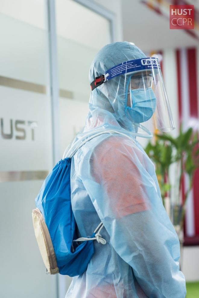 Sinh viên Bách khoa Hà Nội sáng chế áo làm mát hỗ trợ bác sĩ ở tâm dịch - 2
