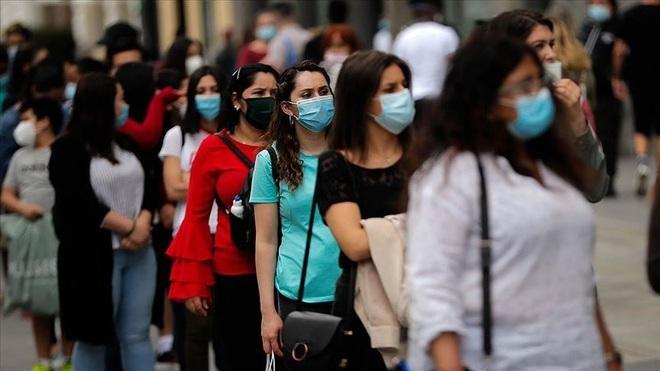 Tuyên bố đã an toàn, Tây Ban Nha mở cửa cho người tiêm vắc xin đầy đủ - 1