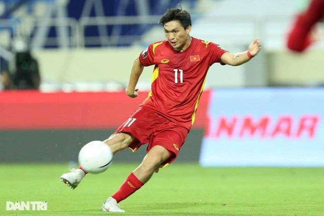 Vào bóng thô bạo với Tuấn Anh, cầu thủ của Indonesia vẫn không bị đuổi - 2