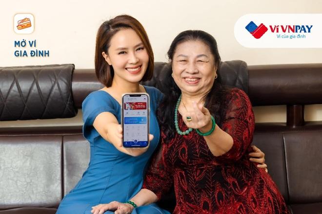 Hồng Diễm, MC Minh Trang tiết lộ cách quan tâm bố mẹ tinh tế khi quá bận rộn - 1