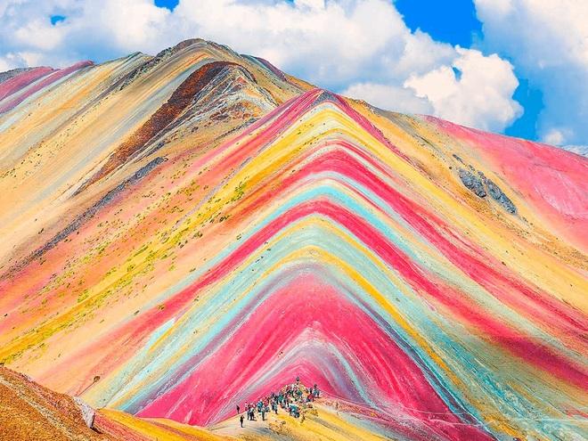 Sững sờ trước vẻ đẹp của núi cầu vồng - 2