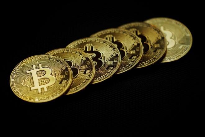 Bitcoin rơi xuống đáy 3 tuần khi Mỹ quản chặt chuyển tiền điện tử - 1