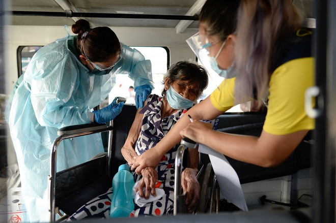 Nhiều nước châu Á lo gánh nặng kép Covid-19 và sốt xuất huyết - 1