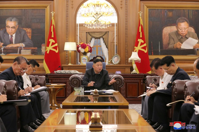Ngoại hình gây chú ý của ông Kim Jong-un sau một tháng vắng bóng - 1