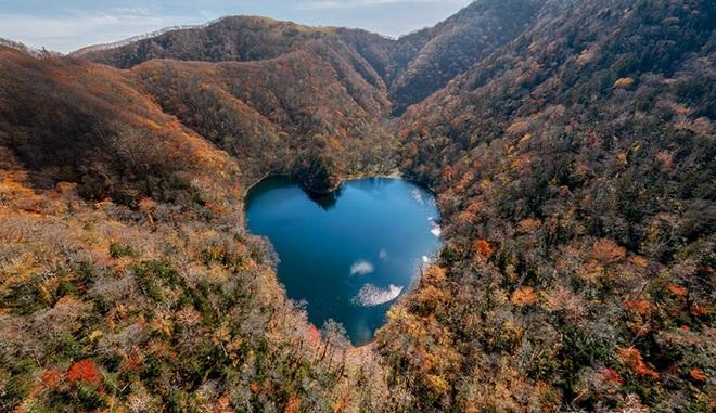 Hồ nước hình trái tim lãng mạn nhất Nhật Bản - 2