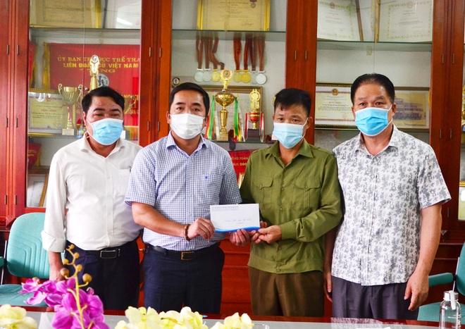 Hỗ trợ học sinh người dân tộc Dao mắc bệnh hiểm nghèo gần 30 triệu đồng - 1