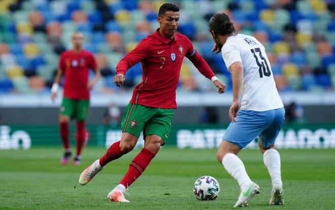 C.Ronaldo, Fernandes thăng hoa trong chiến thắng đậm của Bồ Đào Nha - 2