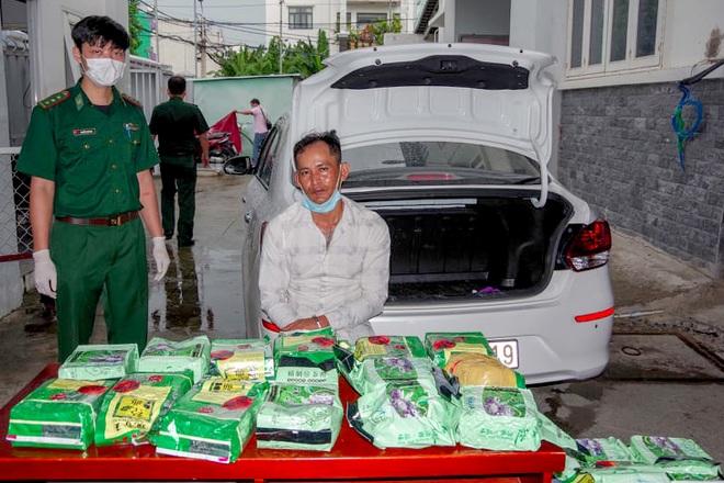 Bắt ô tô chở 20kg ma túy từ Đồng Tháp lên TPHCM - 2