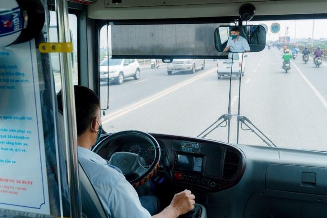 Lắp camera xe khách: Nơi kêu khó xin tạm dừng, người bảo chặn Covid-19 - 1