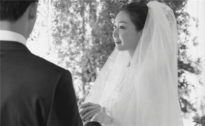 Xôn xao trước thông tin chồng kém tuổi cắm sừng Choi Ji Woo - 4