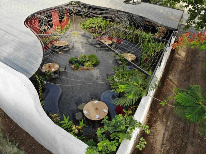 Quán cà phê sân vườn có thiết kế đẹp lạ, tiết kiệm điện năng - 1