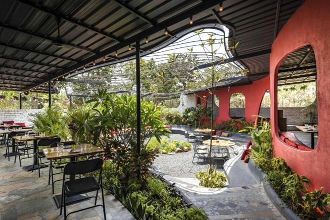 Quán cà phê sân vườn có thiết kế đẹp lạ, tiết kiệm điện năng - 8