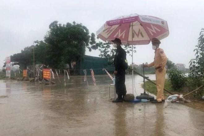 Những khoảnh khắc vượt nắng, thắng mưa của Công an Bắc Giang thời dịch - 1