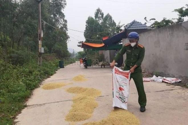 Những khoảnh khắc vượt nắng, thắng mưa của Công an Bắc Giang thời dịch - 11