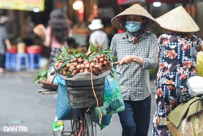 Chợ nhà giàu mùa dịch: Chẳng còn khách chịu chi, gà càng to càng ế - 11