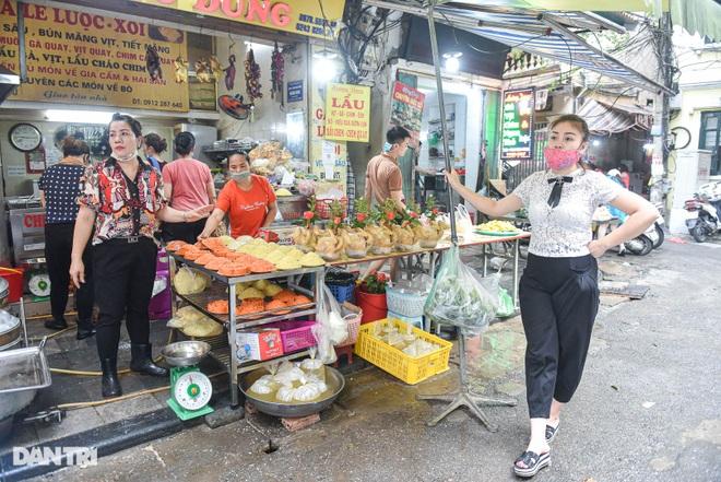Chợ nhà giàu mùa dịch: Chẳng còn khách chịu chi, gà càng to càng ế - 4