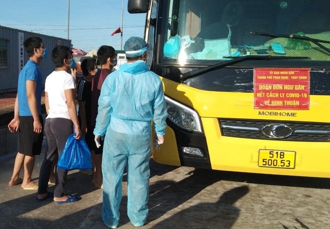 10 ngư dân hạnh phúc ngày trở về sau 9 tháng bị giam ở Trung Quốc - 2