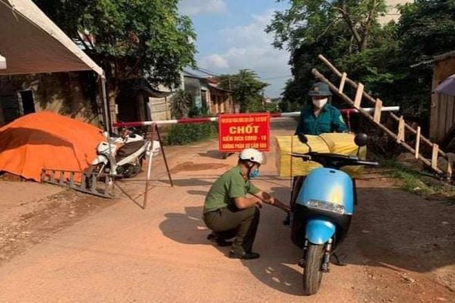 Những khoảnh khắc vượt nắng, thắng mưa của Công an Bắc Giang thời dịch - 5